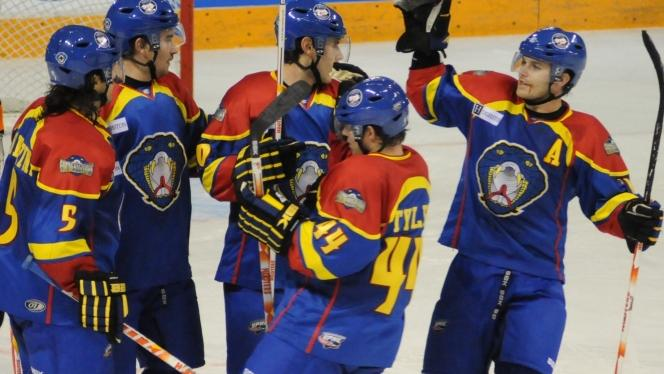 Snakes, Loewen Shut Out Surge on Road